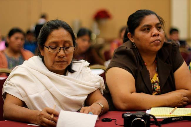 Lenguas indígenas tienen quien las escriba pero hay pocos libros donde leerlas