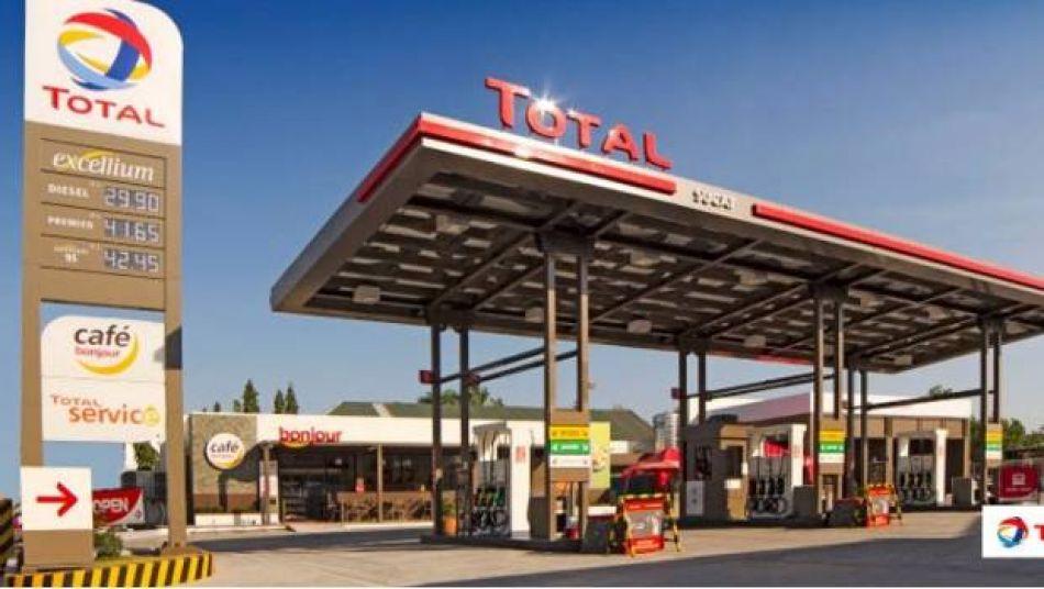 Inauguran la primera estación de gasolina francesa en el País