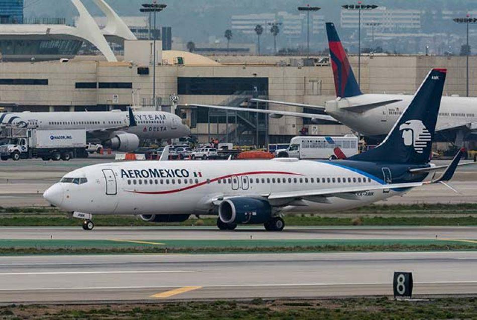 Turbulencia financiera en Aeroméxico: recorta rutas por combustible caro
